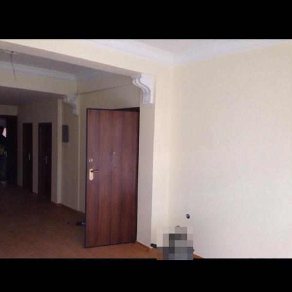 Ανακαίνιση σαλονίου και αλλαγή πόρτας